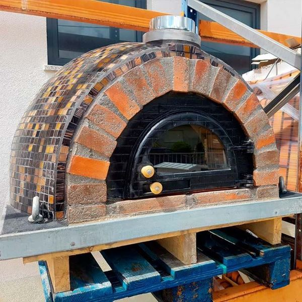 Outdoor pizza oven VIRIATO is a premium oven